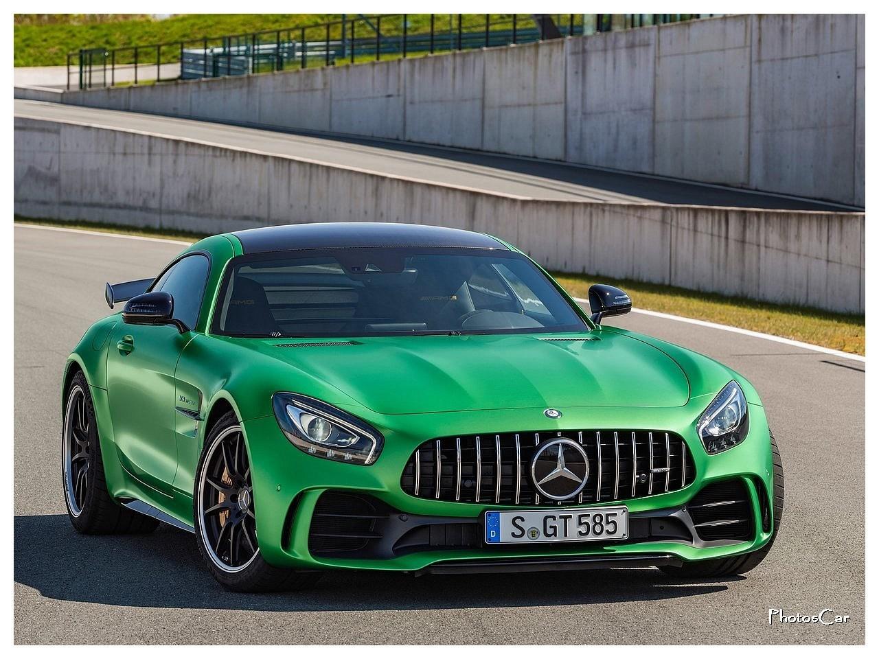 Mercedes amg gt r 2017 verte avec un nez de requin for 2017 mercedes benz amg gt