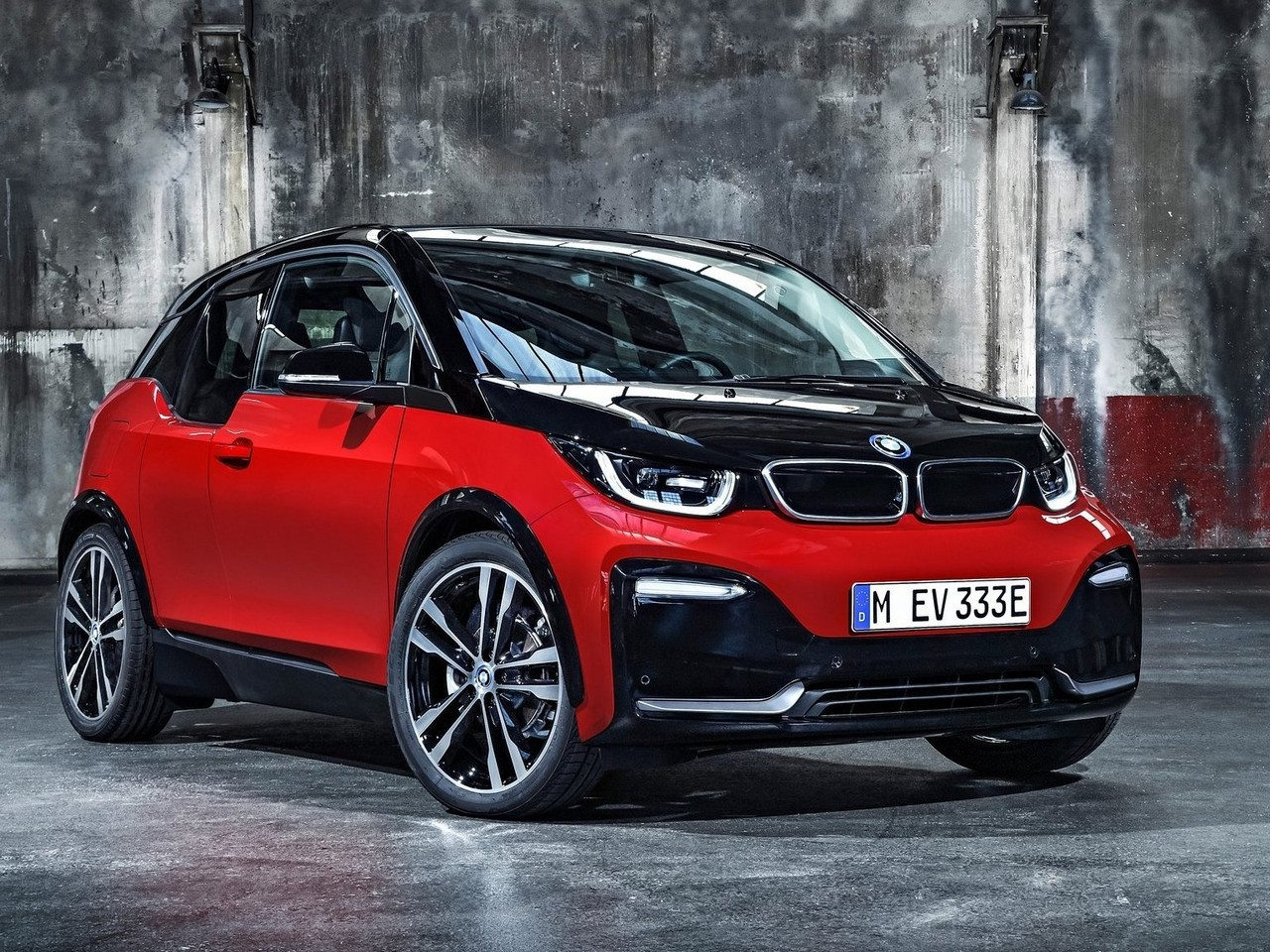 bmw i3 et i3s 2018 moteur plus puissant et plus rapide a recharger. Black Bedroom Furniture Sets. Home Design Ideas