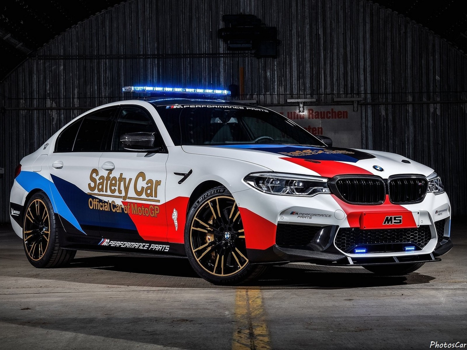 bmw m5 motogp safety car 2018 avec des pi ces m performance. Black Bedroom Furniture Sets. Home Design Ideas
