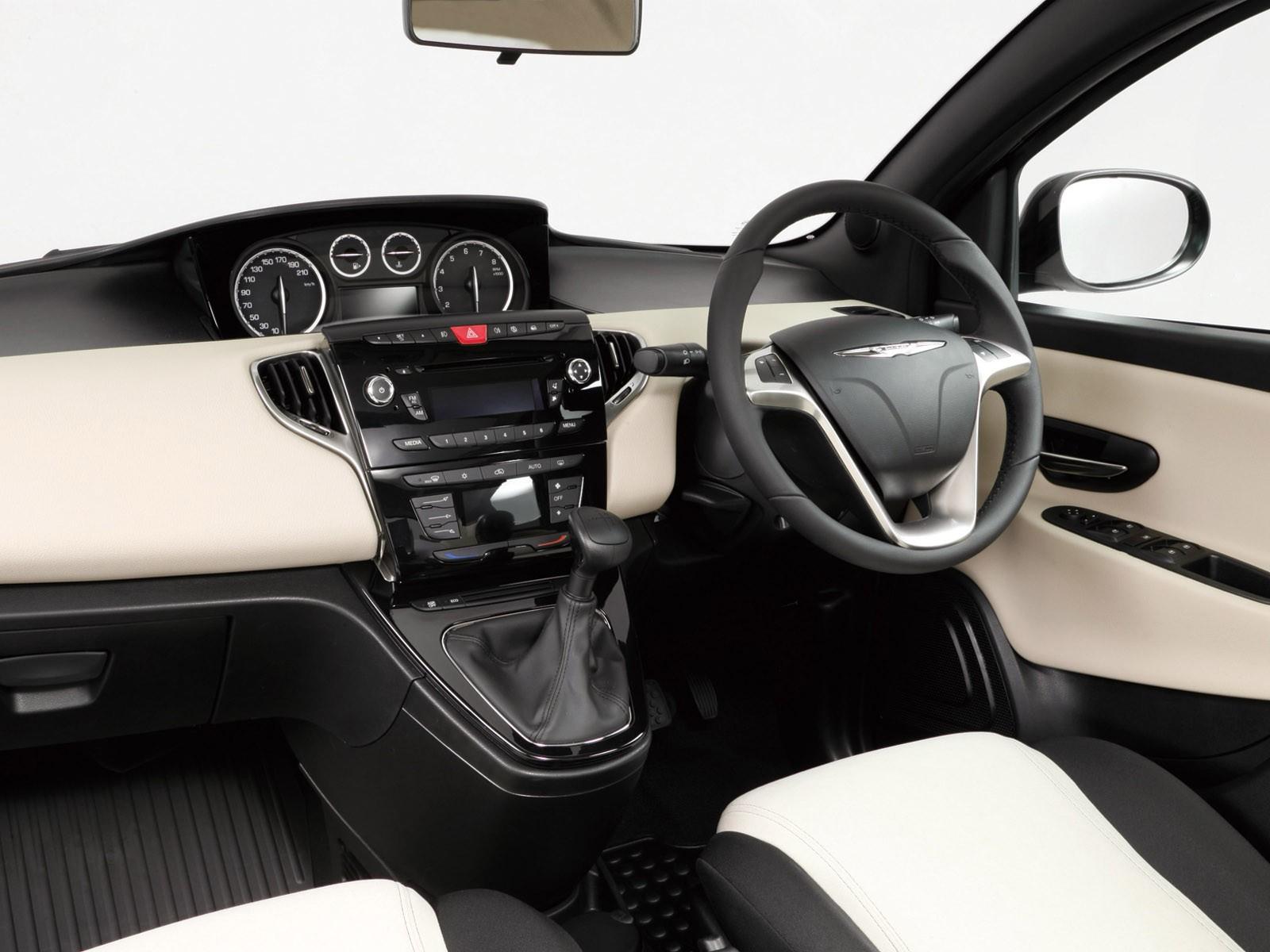 2013 Chrysler Ypsilon Purple
