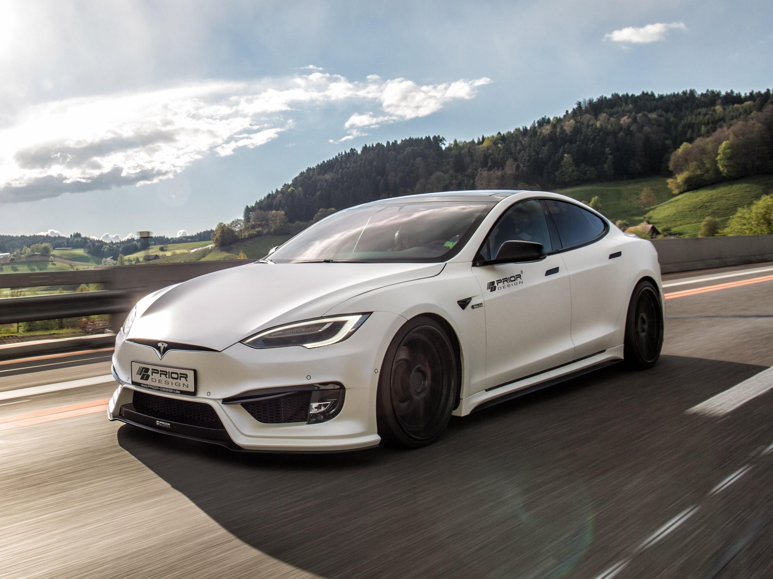Tesla Model S P100D 2017 de Prior Design entièrement électrique.