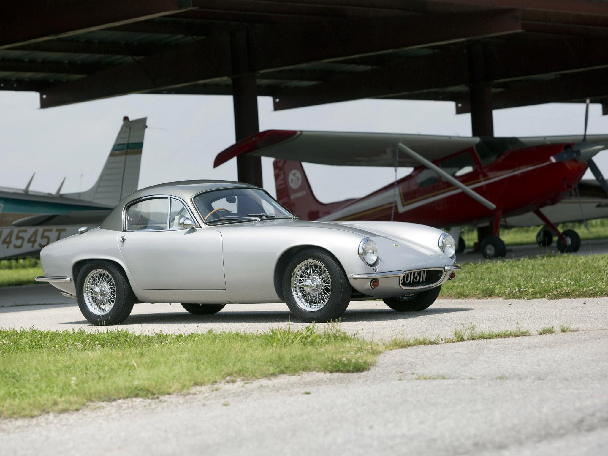 Lotus Elite S1 UK 1957 | Un corps aux courbes généreuses