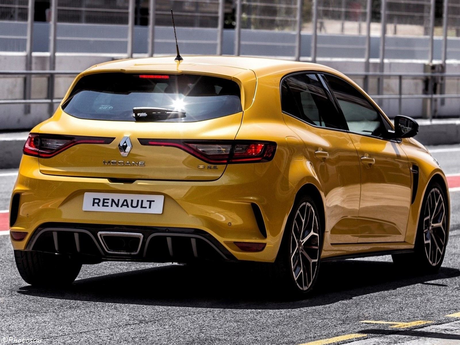 renault megane rs trophy 2019 l 39 adr naline sportive pour les circuits. Black Bedroom Furniture Sets. Home Design Ideas