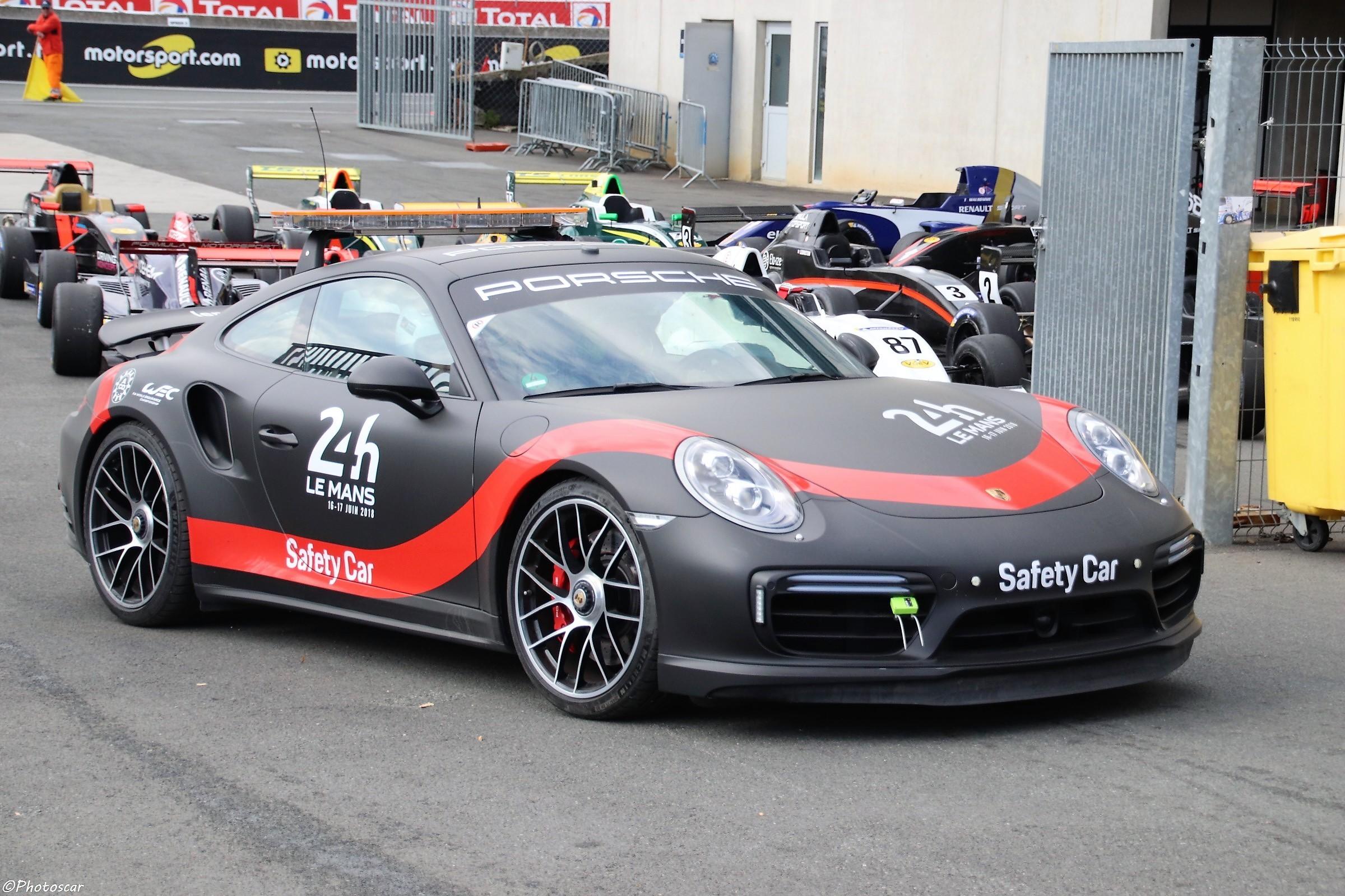 VdeV 2018 - Porsche 911 Turbo Safety Car