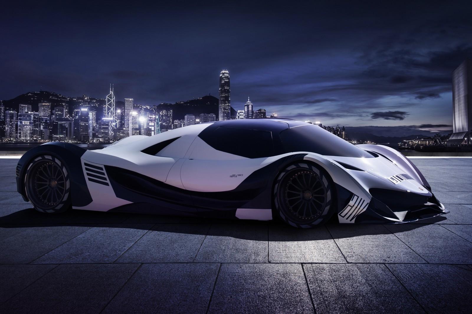 Devel Sixteen, 5 000 ch, fait ses débuts au salon de l'auto de Dubai.