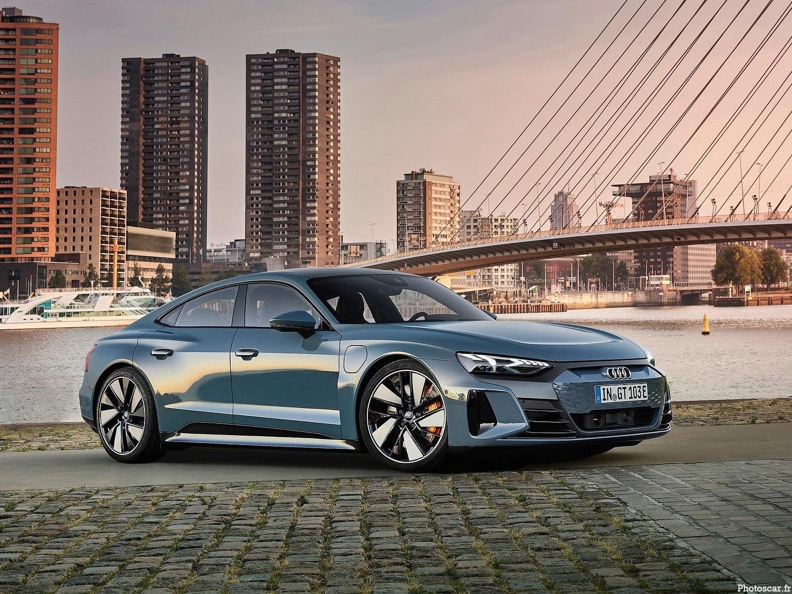 Audi e-tron GT Quattro 2022 – Elle dispose de deux moteurs et d'une traction intégrale.